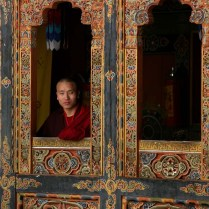 Buddhist_Monk_Window_Bhutan